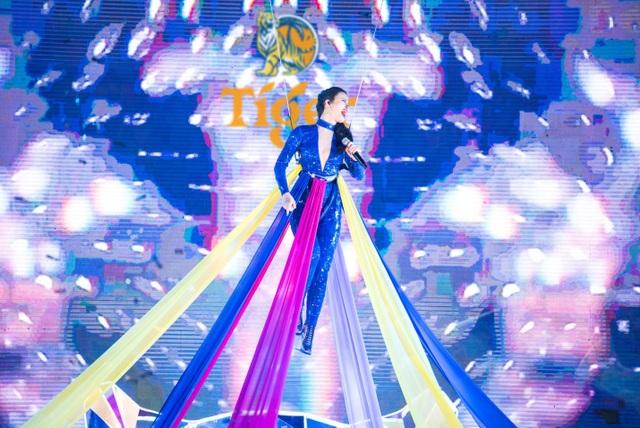 150.000 khán giả Sài Thành cuồng nhiệt với  dàn sao chào đón năm mới - 7