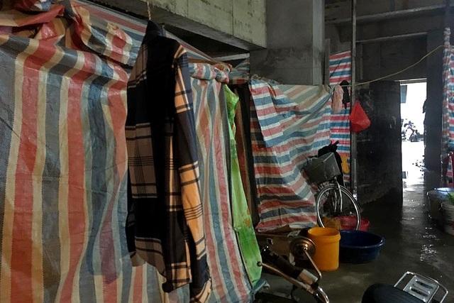 Cuộc sống tạm bợ trong giá rét của công nhân khu chung cư triệu đô - 7