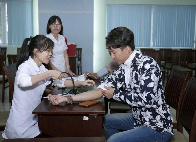 Hoàng Kỳ Nam kêu gọi mọi người hiến máu nhân đạo - 1