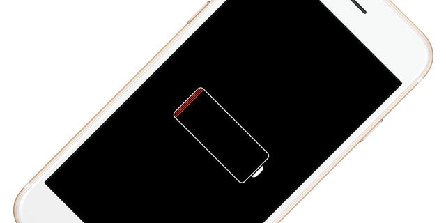 Việc tự động giảm hiệu năng iPhone khi phát hiện thấy pin đã cũ của Apple khiến dư luận phẫn nộ trong thời gian gần đây.