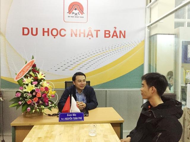 Anh Nguyễn Văn Hải (phải) đi Du học Nhật Bản vào tháng 7 năm 2015 kể những kinh nghiệm du học đất nước mặt trời mọc