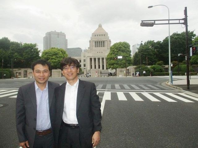 Người giám đốc trẻ tuổi cùng các đối tác trong các chuyến công tác tại Nhật Bản