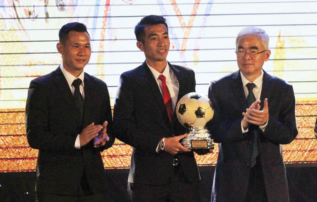 Phùng Trong Luân (Thái Sơn Nam - giữa) là cầu thủ futsal hay nhất trong năm 2017
