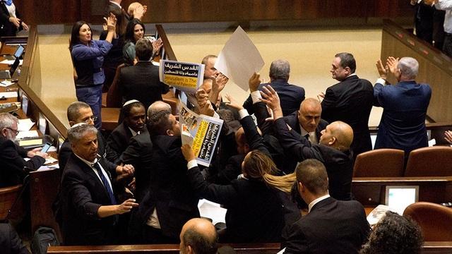 Ẩu đả bên trong quốc hội Israel trong lúc Phó Tổng thống Mỹ Mike Pence phát biểu. (Ảnh: Reuters)
