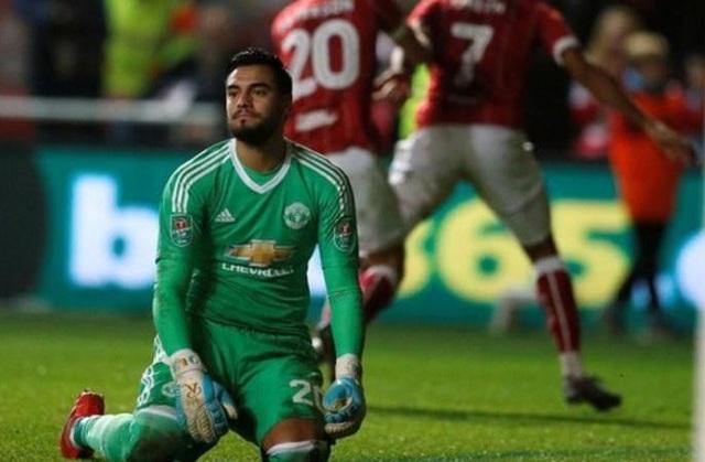 Romero sẽ được thi đấu thay thế De Gea trong khung gỗ
