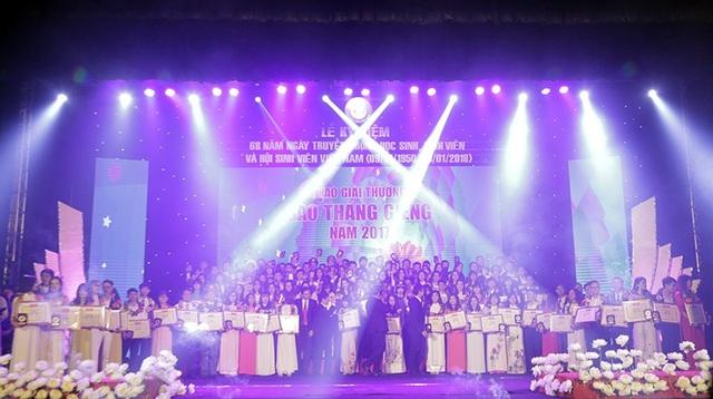 138 sinh viên được trao giải thưởng Sao tháng Giêng cao quý