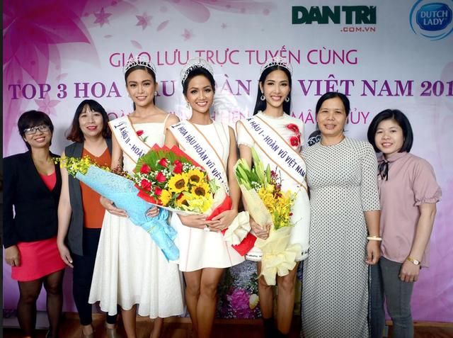 Top 3 người đẹp Hoàn vũ Việt Nam bật mí nhiều điều thú vị cùng độc giả Dân trí - 1