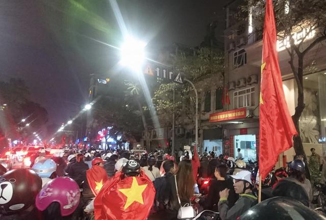 Đêm trắng sau chiến thắng lịch sử của U23 Việt Nam - 19