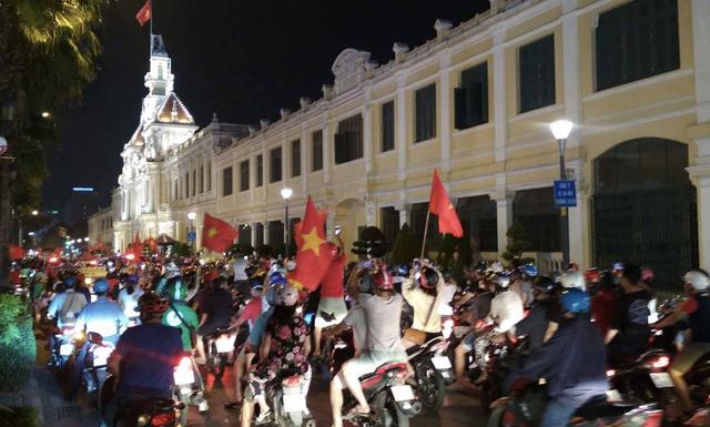 Đêm trắng sau chiến thắng lịch sử của U23 Việt Nam - 16