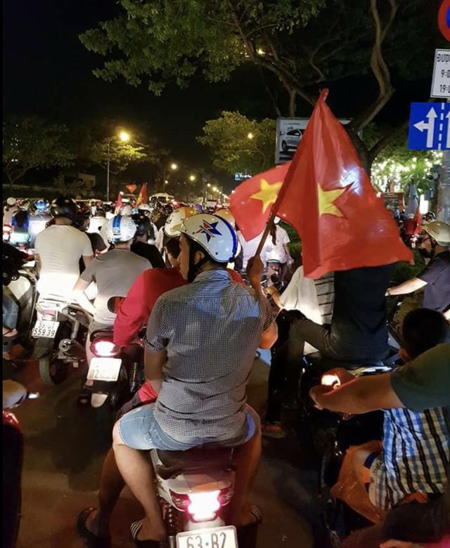 Đêm trắng sau chiến thắng lịch sử của U23 Việt Nam - 15