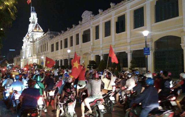 Đêm trắng sau chiến thắng lịch sử của U23 Việt Nam - 13