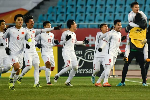 Tuyển thủ U23 Việt Nam dành tặng chiến công cho người hâm mộ tại quê nhà