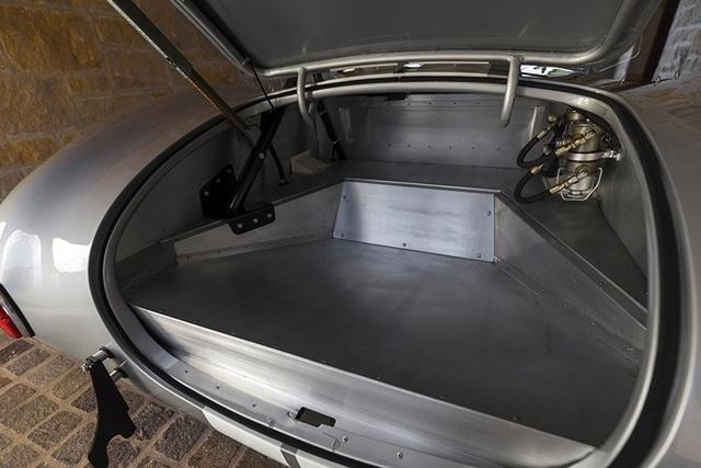 Điều gì khiến một chiếc xe cổ có giá 2 triệu USD? - 10