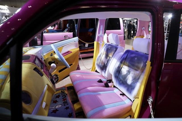 Nội thất rực rỡ của chiếc Suzuki Wagon R Stingray được lấy cảm hứng từ bộ phim hoạt hình và truyện tranh nổi tiếng của Nhật Bản  Thủy thủ mặt trăng