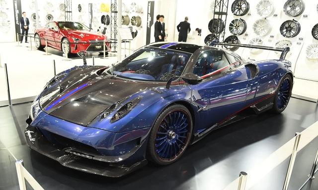 Tokyo Auto Salon là một trong những triển lãm lớn nhất tại Nhật Bản, chuyên trưng bày các dòng xe đã được độ, nâng cấp. Sự kiện năm nay kéo dài 3 ngày, dự kiến thu hút khoảng 300.000 khách tham quan cùng hàng trăm nhà sản xuất ô tô khác nhau từ khắp nơi trên thế giới.