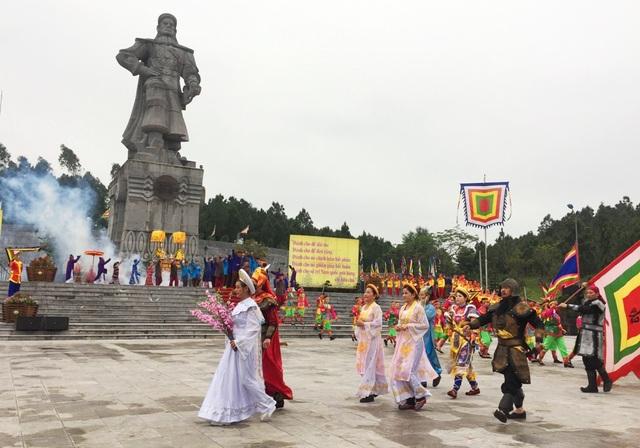 Tái hiện hình ảnh người anh hùng áo vải cờ đào - Hoàng đế Quang Trung và Hoàng hậu Ngọc Hân đi đầu đoàn diễu binh