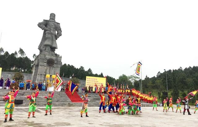 Tái hiện Nguyễn Huệ lên ngôi Hoàng đế tại núi Bân - 1