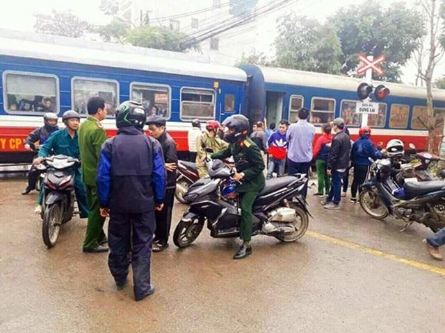 Đường sắt Bắc - Nam bị tê liệt nhiều giờ sau vụ tai nạn nghiêm trọng (ảnh: CLB yêu đường sắt Việt Nam)