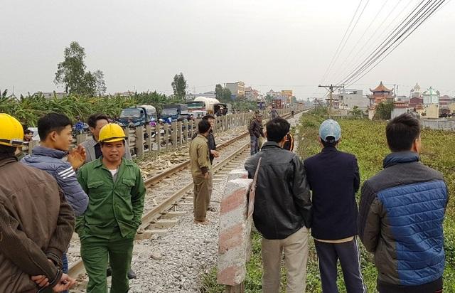 Hiện trường vụ tai nạn làm 2 người từ vong do va chạm với tàu hỏa