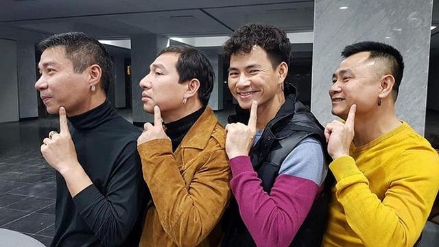 Dàn diễn viên Táo Quân chụp ảnh làm duyên giữa những ngày luyện tập vất vả để chuẩn bị cho chương trình cuối năm nay.