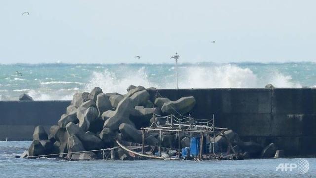 Một tàu nghi từ Triều Tiên trôi dạt bờ biển Nhật Bản (Ảnh: AFP)