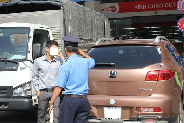 Thanh tra Sở Giao thông vận tải TPHCM xử phạt lái xe Uber vi phạm