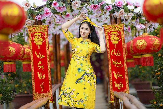 Bên cạnh học tập, Ngọc Anh còn được bạn bè ngưỡng mộ bởi cô sở hữu vẻ đẹp cuốn hút. Nhờ gương mặt đẹp, Ngọc Anh khá có tiếng trong giới người mẫu ảnh Hà thành.