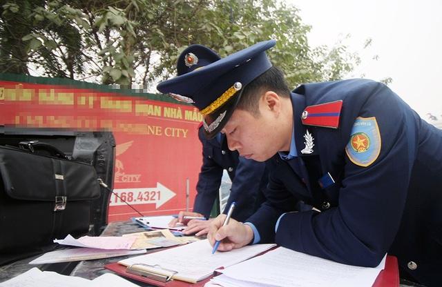 Lực lượng Thanh tra Giao thông quận Bắc Từ Liêm cho biết, từ nay tới Tết Nguyên Đán, sẽ tăng cường liên tục và xử lý nghiêm các xe khách vi phạm ở cửa ngõ phía Bắc Thủ đô.