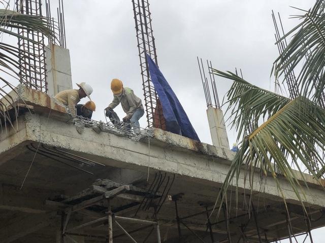 Chủ đầu tư dự án The Song Đà Nẵng đã cho tháo dỡ phần ban công vi phạm khoảng lùi phía biển