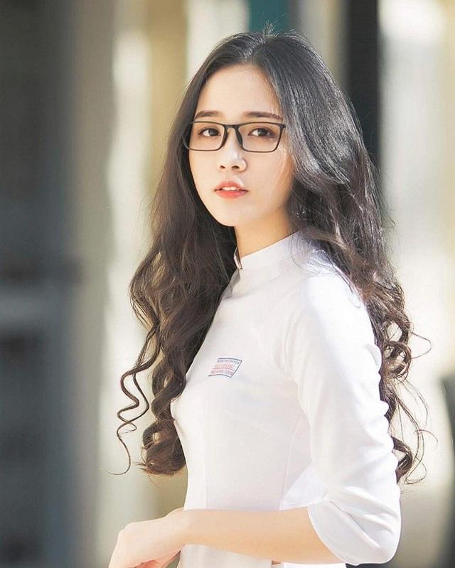 Lê Thị Thảo Huyền hiện đang là học sinh lớp 12 trường THPT Chuyên Nguyễn Du (Buôn Ma Thuột, Đắc Lắk).