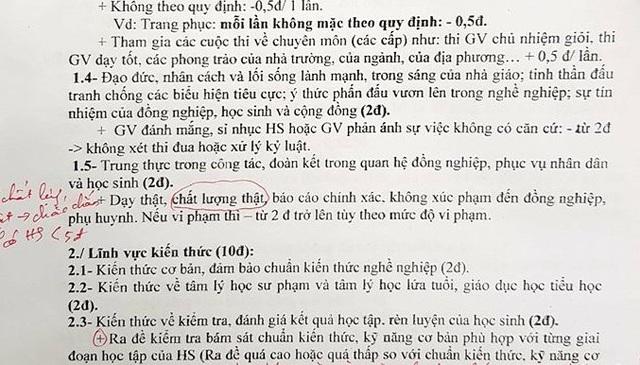Theo tiêu chí thi đua một trường tiểu học ở TPHCM, một mặt yêu cầu giáo viên dạy thật học thật , nếu không sẽ bị trừ ít nhất 2 điểm thi đua...