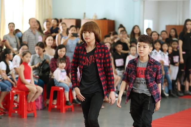 Quán quân Vietnam Idol Kid Thiên Khôi không chỉ đóng vai trò thị phạm cho các em nhỏ mà sẽ tham gia trình diễn trong sự kiện sắp tới.