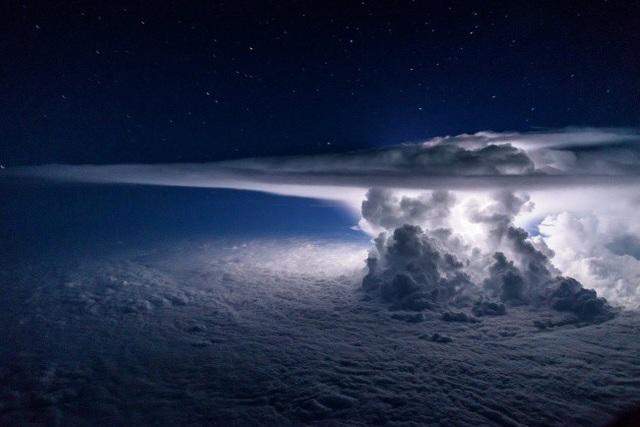 Đây là những gì chúng ta sẽ thấy khi quan sát một cơn siêu bão ở độ cao 11.277 mét trên mực nước biển.