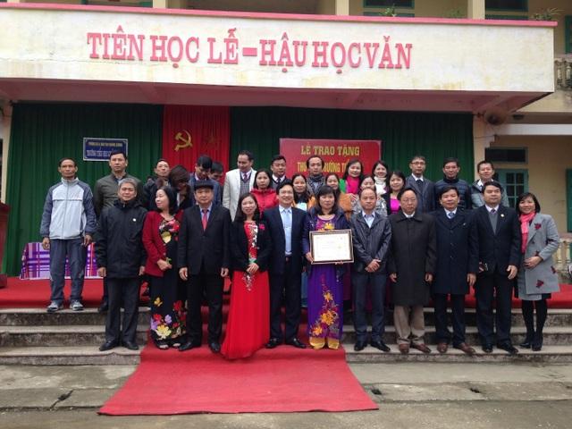 Lễ trao tặng thư viện ở tỉnh Thanh Hóa.
