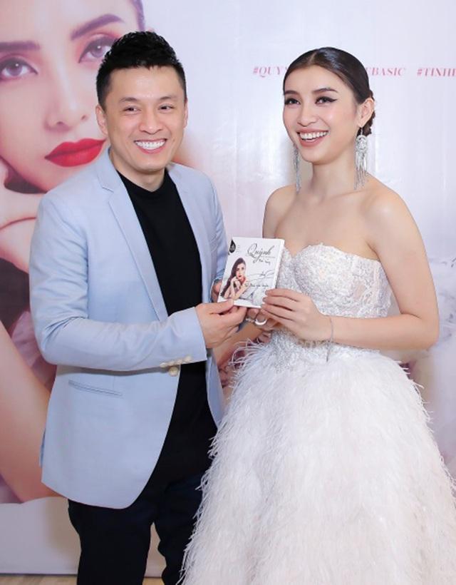 Lần hiếm hoi nam ca sĩ xuất hiện trong sự kiện của cô cháu gái Tiêu Châu Như Quỳnh