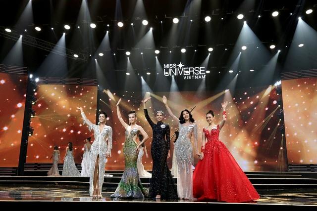 Trong top 5 có tới 4 gương mặt đều từng là thí sinh của chương trình Vietnams Next Top Model. (Ảnh: Đại Ngô).