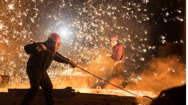 Trung Quốc vừa tiêu hủy 120 triệu tấn công suất thép thành phẩm bất hợp pháp có công nghệ thấp. (Nguồn: SCMP)