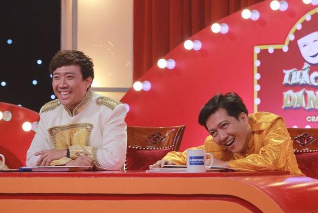 """Sau khi """"dụ dỗ"""" thí sinh tiếp tục thể hiện y chang ở vòng thi thứ 2, đúng như Trấn Thành dự đoán, khi Kim Hoàng cất tiếng hát cũng như nét diễn """"tỉnh rụi"""" đã làm hai giám khảo cười lăn, chiến thắng tiếp 10 triệu đồng."""