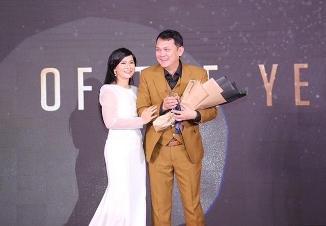 """NSƯT Hữu Châu nhận giải """"Quý ông biểu tượng của năm"""" - 2"""