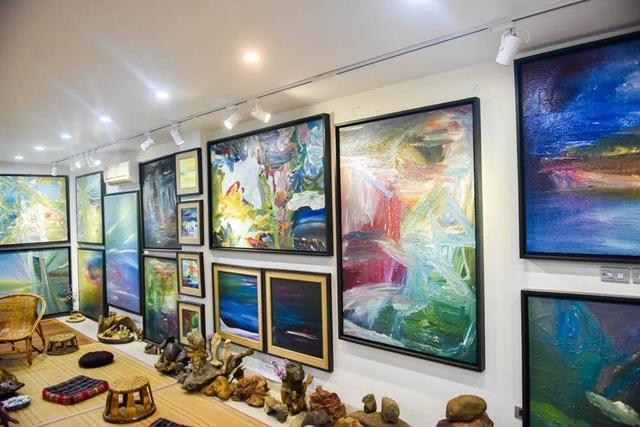 Đây là cuộc triển lãm thứ 4 của TS.Trịnh Thắng. Chỉ trong chưa đầy 3 năm cầm họa bút, Trịnh Thắng đã bước những bước đi dài trong hội họa với hàng trăm tác phẩm.