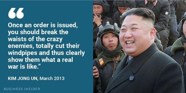 """""""Ngay sau khi mệnh lệnh được đưa ra, các đồng chí hãy bẻ gẫy lưng những kẻ thù điên khùng, cắt cổ chúng và từ đó cho chúng thấy rõ chiến tranh thực sự là như thế nào"""", ông Kim Jong-un nói về kịch bản nhấn chìm Hàn Quốc trong """"biển lửa"""" năm 2013."""