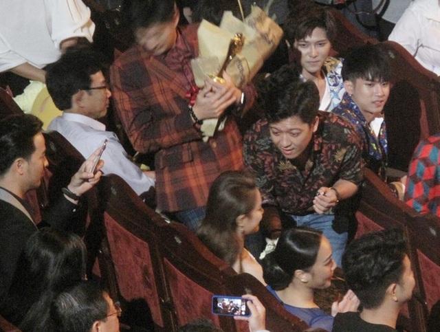 Xung quanh khán giả có phần náo loạn vì phần cầu hôn bất ngờ của Trường Giang dành cho Nhã Phương