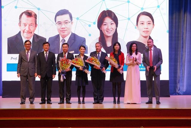 Bốn nhà khoa học toàn cầu được trao giải Giải thưởng Khoa học Đại học Tôn Đức Thắng