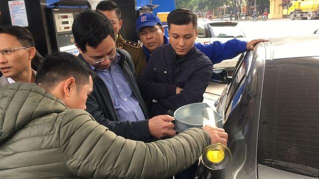 Hà Nội: Cây xăng bị tố đổ sai 10 lít được minh oan - 1
