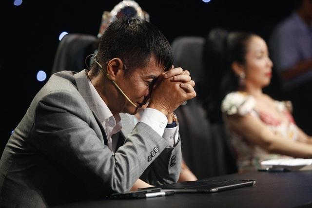 """Kết quả sau cùng, giám khảo Lê Hoàng chấm tiết mục với số điểm: 9.25, trong khi Ốc"""" Thanh Vân chấm điểm tuyệt đối."""