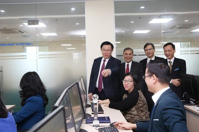 Phó Thủ tướng Vương Đình Huệ đánh giá cao việc ứng dụng CNTT trong quản lý quỹ bảo hiểm xã hội