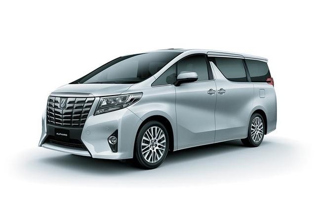 8. Toyota Alphard: MẪu xe gia đình của Toyota bán được 11 xe trong tháng 12/2017.