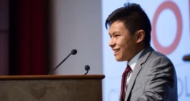 Ở tuổi 17, Nicolas Xiong - chàng sinh viên người Mỹ gốc Á được mệnh danh thần đồng đã lấy bằng kỹ thuật cơ khí với tư cách cử nhân trẻ nhất khóa.