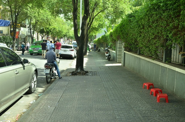 Điểm giữ xe trên đường Thái Văn Lung (vách Viện trao đổi Văn hoá Pháp) trước đây.