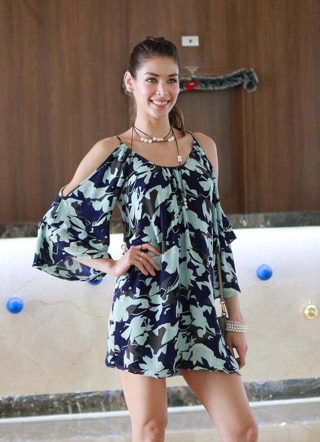 Dayana chọn trang phục đơn giản nhưng vẫn toát lên nét đẹp đầy cuốn hút